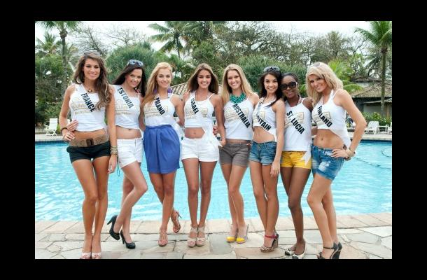 Candidatas a Miss Universo 2011, en la playa