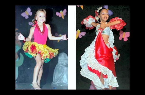 A la izquierda Valentina Montoya Martínez, Comfasucre, ganadora de la prueba de talento de Mini Niña Legionaria 2009. A la derecha: Blanca Lleras, representante del departamento de Córdoba en Niña Legionaria Colombia 2009, durante su actuación en la prueba de talento.