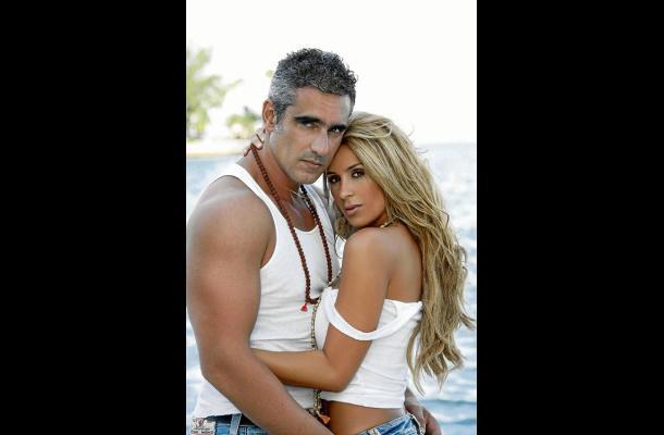 Catherine Siachoque con su esposo el también actor Miguel Varoni.