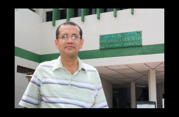 Rafael Cogollo Pitalúa, representante de los profeso-res ante el Consejo Superio