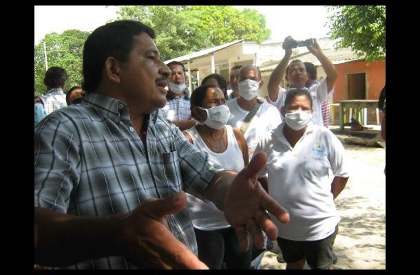 La comunidad con tapabocas hizo una protesta del silencio.