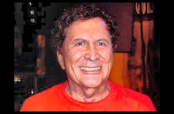 Gustavo 'El Loco' Quintero, Cantante.