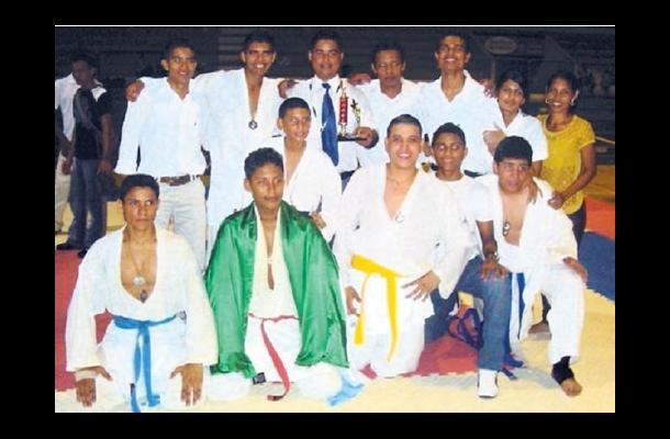 El Club Mantis, ganó el título departamental de karate-do, de Córdoba.