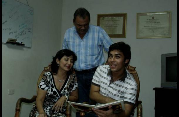 Mario Ojeda y su familia.