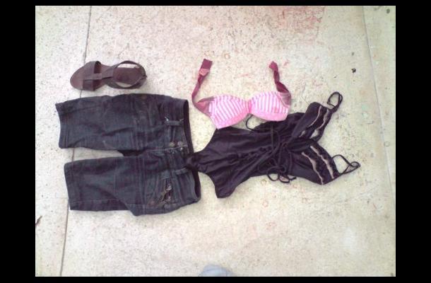 Ropa que usaba una de las dos mujeres asesinadas en Cartagena.