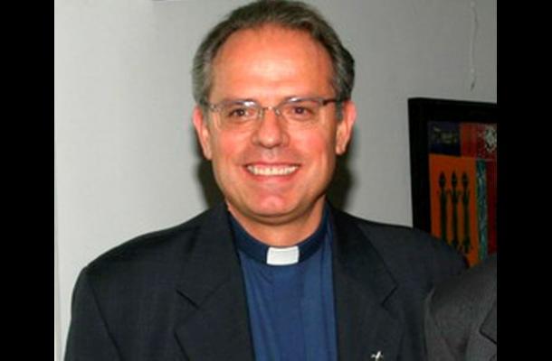 Padre Camilo Bernal, nuevo director del Sena.