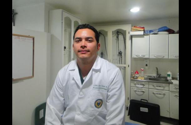 Pedro Imbeth, Especialista en Medicina Interna de la Universidad del Sinú.