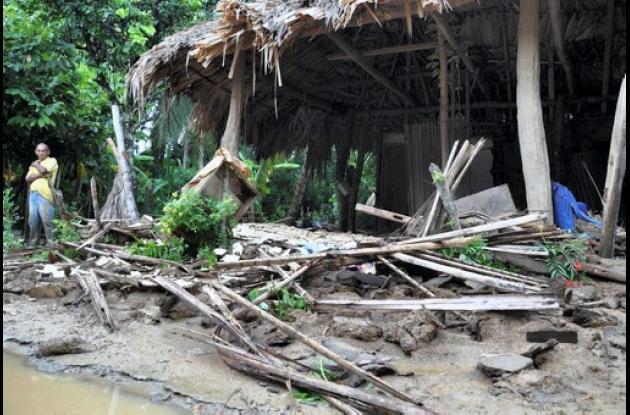 En el corregimiento Carolina, la furia del arroyo derrumbó cuatro viviendas.