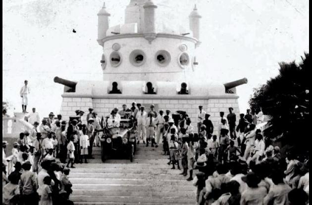 Carro en descenso en el Monumento a la Bandera, 1918.