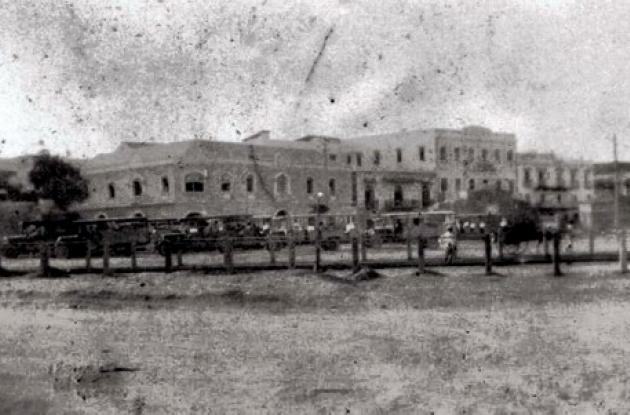 Casas y estación de buses en Palito de Caucho hoy, 1930.