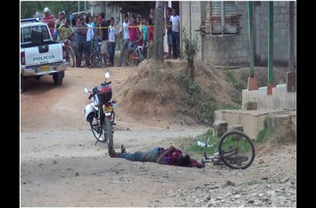 El cadáver de William Díaz Villalba quedó tendido al lado de la bicicleta