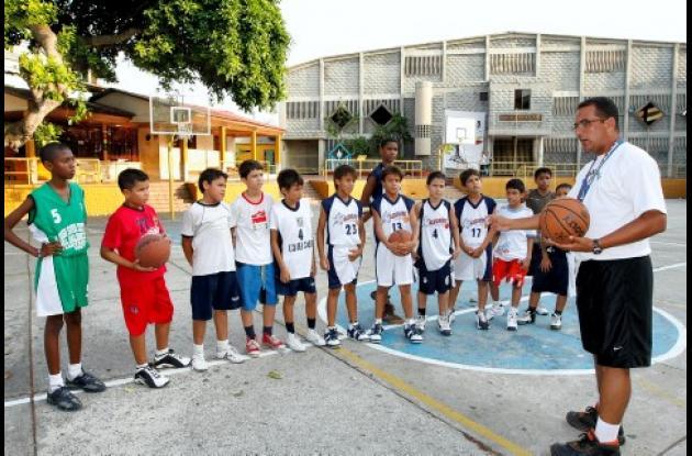 Bajo la dirección del profesor Jorge Díaz, el Colegio Salesianos participará con dos equipos masculinos en el Festival Nacional de Minibaloncesto.
