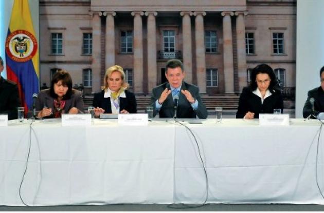 Presidente Juan Manuel Santos, fiscal Viviane Morales, general Oscar Naranjo,