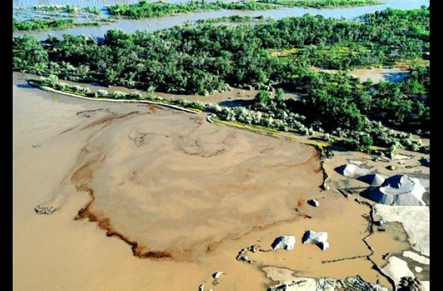 Barriles de petróleo cayeron al río Yellowstone en Estados Unidos
