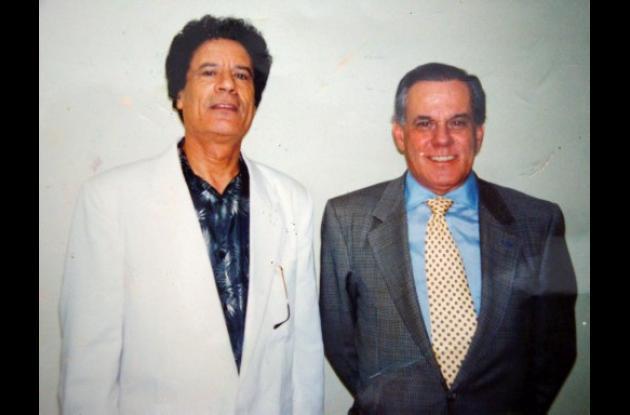 Muamar Gadafi, con el doctor Liacyr Ribeiro.