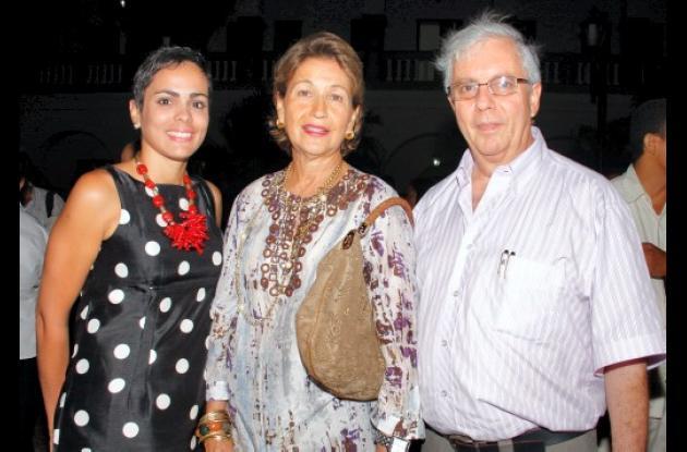 Marcela Ariza, Anye Andrade de Zurek y Jorge Muñoz.