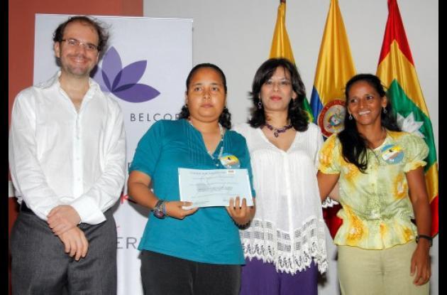 Gisela Castro y Judith Bravo recibieron reconocimiento del 2 Concurso Mujer Empr
