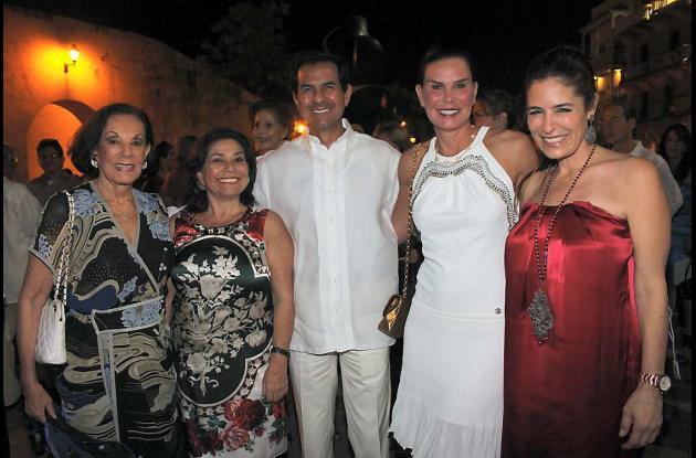 Sophia Vari con las llaves de Cartagena