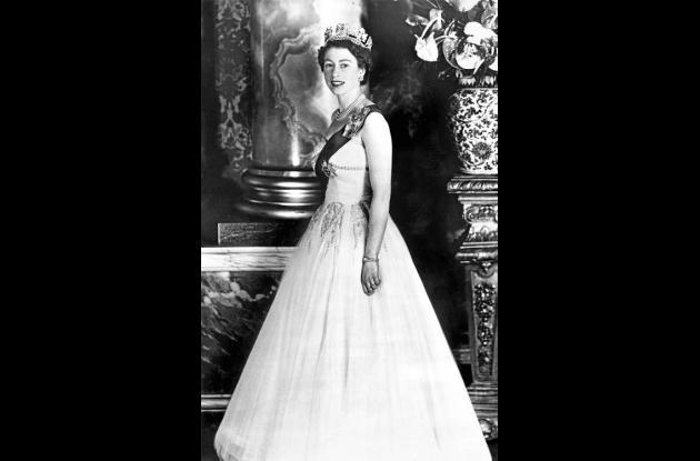 La foto oficial de la reina en 1953.
