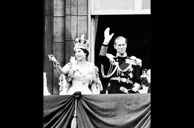 La reina Isabel acompañada de su esposo, el príncipe Felipe