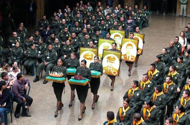 En la ofrenda se mostraron fotos de los uniformados liberados