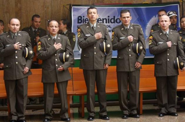 Policías liberados en misa de acción de gracias