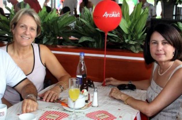 Inauguración del restaurante y pizzería Archie's