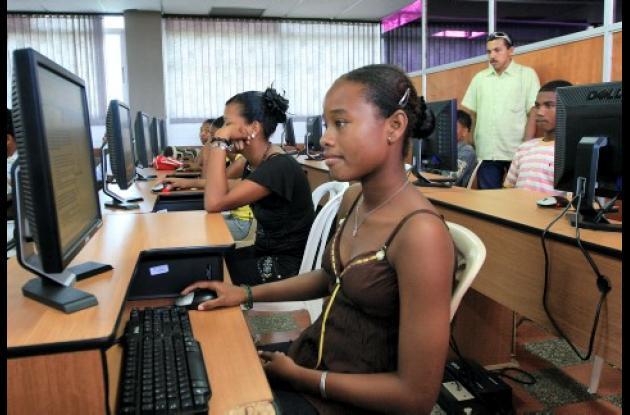 Estudiantes de la I E José María Córdoba, en simulacro en la U. Tecnológica