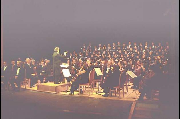El Maestro Alberto Correa ha dirigido más de 3.000 conciertos