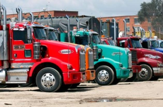 Camiones estacionados por el paro