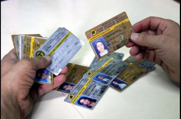 Licencias de conducción falsas