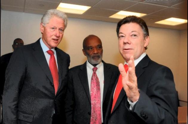 Juan Manuel Santos, Bill Clinton y René Preval