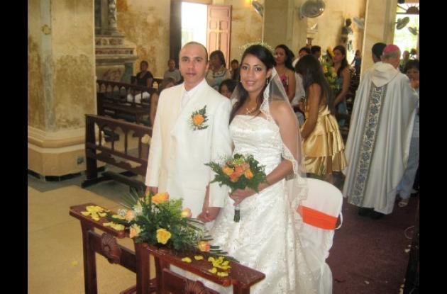 Luis Fernando Ripoll Ramos y Libia Mercedes Ortiz Peñaranda contrajeron matrimonio en la Catedral Nuestra Señora de los Remedios en Riohacha, Guajira.