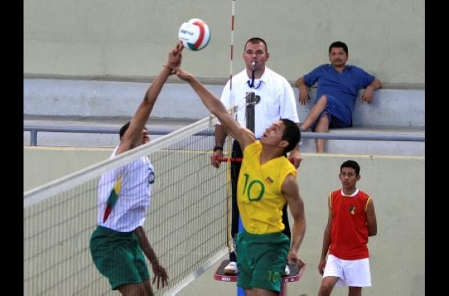 Los equipos de Bolívar A y B abrieron la programación del I Campeonato Nacional de Voleibol de Primera División categoría Mayores.