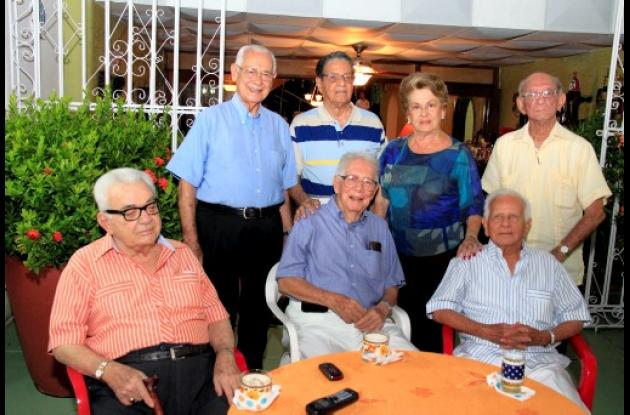Encuentro en la residencia de Carlos Garzón Fortich