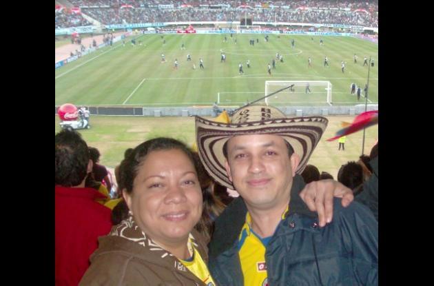 En Buenos Aires,  Argentina,   compartieron en el estadio de futbol Monumental Hortensia Mora y Alexander Sanmiguel Wong.