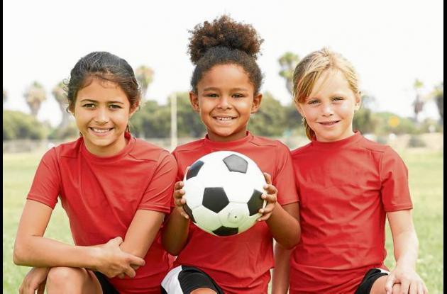 Las niñas empiezan el entrenamiento en fútbol desde los 8 años