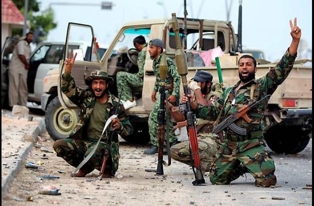 Nuevo régimen libio combate en Sirte