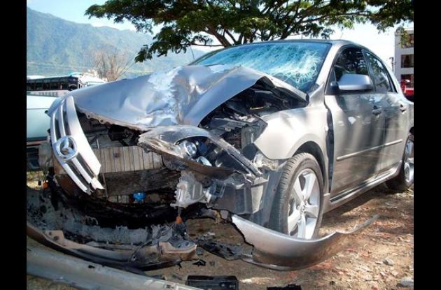 Carro accidentado por estado de embriaguez