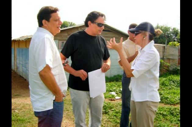 La directora ejecutiva de la Fundación Pies Descalzos, María Emma Mejía, ha visitado varios lotes para tratar de escoger el indicado para construir el megacolegio que Shakira le quiere regalar a los niños de Cartagena.