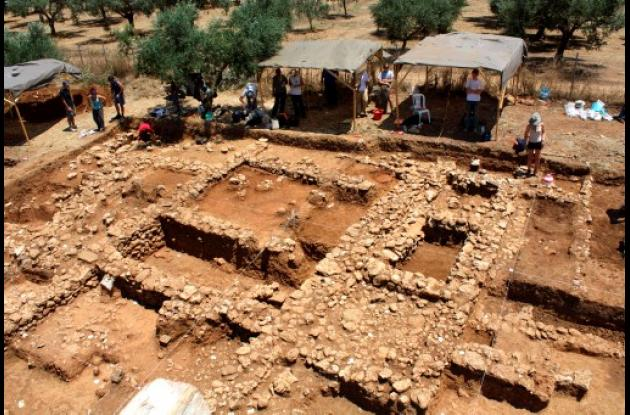 Excavaciones en la colina de Iklena,