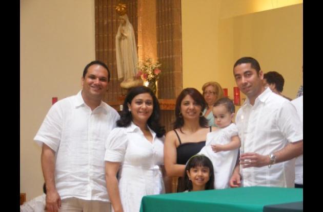 Aparecen: Darío Durán Barreto, Norma Osorio Vásquez, los padrinos, Elizabeth Ramírez Gallego, Luis Felipe Gual Osorio, Mariangel Durán Osorio y Nicole Gual Ramírez.