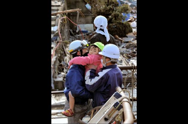 Niño rescatado en terremoto de Japón