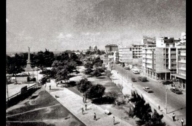 1964: Vía desaparecida por el Patinódromo del parque del Centenario