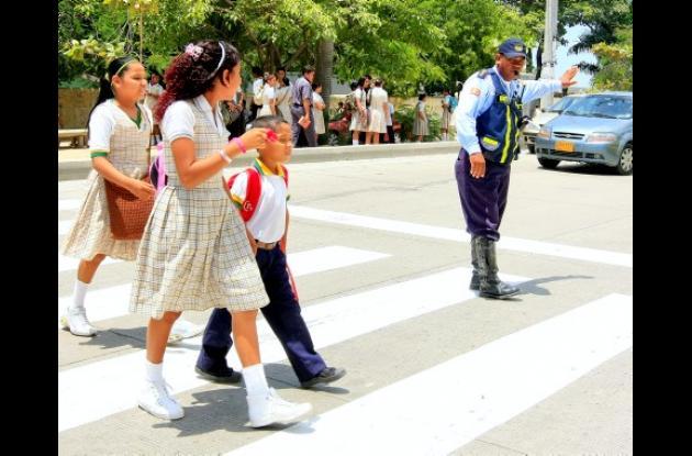 El viernes anterior se pintaron unas cebras (paso peatonal), frente a la Institución Educativa Nuestra Señora del Carmen.