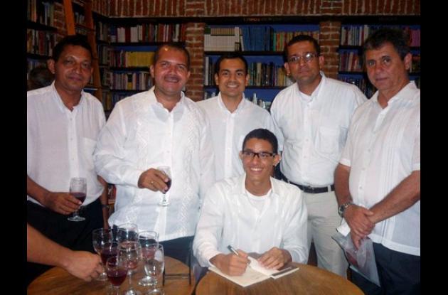 Lanzan libro de Hernando Bello
