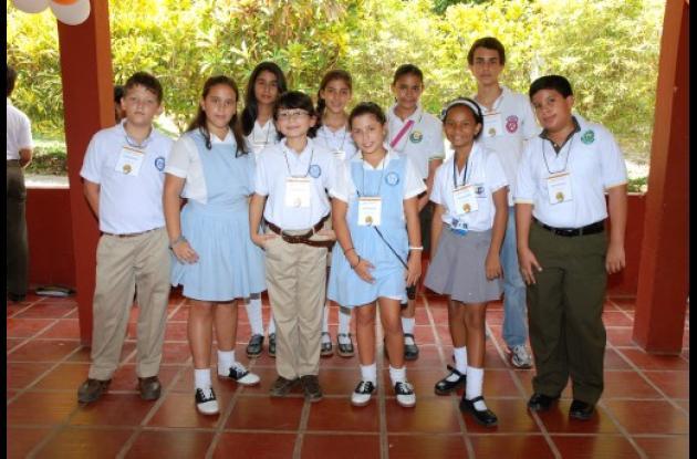 Atrás, de izquierda a derecha: María Ángel Amín (Fundación Educativa de Montelíb
