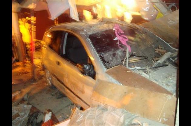 El carro que conducía Silvio Pineda se metió en una casa en el barrio El Bosque.
