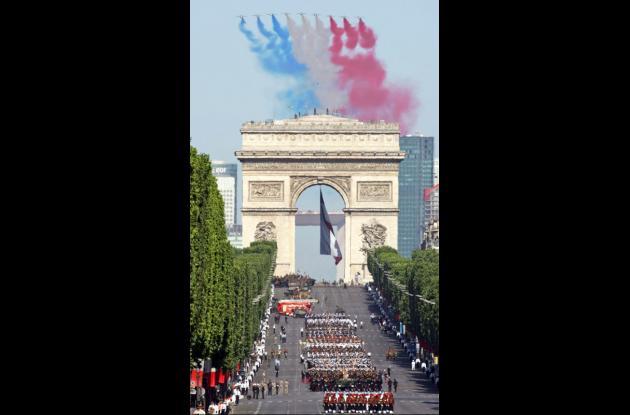 Las tropas indias desfilaron por primera en la fiesta nacional francesa