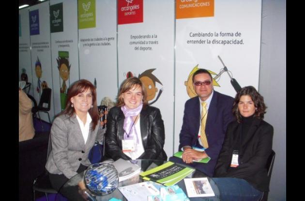 En el stand de Arcángeles aparecen de izquierda a derecha: Alejandra De La Vega, del Hotel Caribe; María Paulina Del Castillo, directora de Recursos de